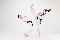 Karate chłopiec z czarnymi paskami i dziewczyna Zdjęcie Royalty Free