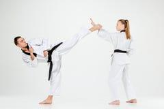 Karate chłopiec z czarnymi paskami i dziewczyna Fotografia Royalty Free