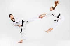 Karate chłopiec z czarnymi paskami i dziewczyna Fotografia Stock