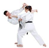 Karate. Chica joven y hombres en un kimono. Imágenes de archivo libres de regalías