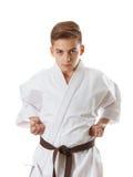 Karate del deporte del arte marcial - muchacho adolescente del niño en el sacador blanco del entrenamiento del kimono Fotografía de archivo