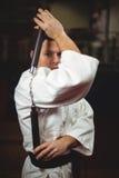 Karate gracz ćwiczy z nunchaku obraz stock