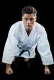 Karate gracz robi pchnięciu zdjęcia royalty free
