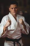 Karate gracza spełniania karate postawa obrazy stock