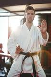 Karate gracza spełniania karate postawa obraz stock
