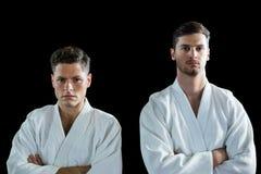 Karate gracze stoi z rękami krzyżować fotografia stock