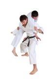 Karate. Hombres en un kimono con un fondo blanco. Imágenes de archivo libres de regalías