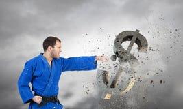 Karate mężczyzna w błękitnym kimino Obrazy Stock