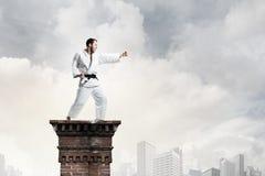 Karate mężczyzna w białym kimino Zdjęcia Stock