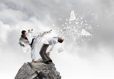 Karate mężczyzna w białym kimino Fotografia Stock
