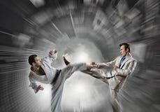 Karate mężczyzna w białym kimino Zdjęcie Stock