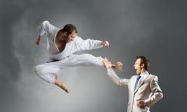 Karate mężczyzna w białym kimino Zdjęcie Royalty Free