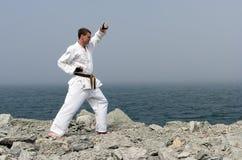 Karate op de kusten van het overzees Stock Foto's