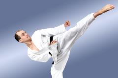 In karategi sportsman beats roundhouse kick Stock Photography