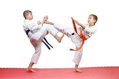 In karategi two athletes are beating blows kicks Stock Photography