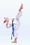 Karateka rytmy kopią wewnątrz kapelusz Święty Mikołaj Zdjęcie Stock
