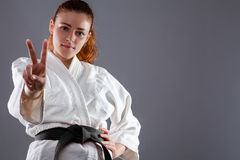 Karatekvinna arkivbilder