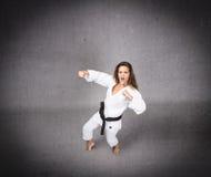 Karatemeisje klaar te raken royalty-vrije stock foto's