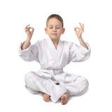 Karatepojkemedation på grå färger Arkivfoton
