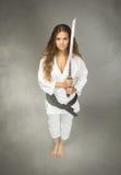 Karateuitvoerder met zwaard op hand royalty-vrije stock afbeelding