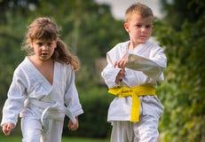 Karatevechtsporten stock afbeelding