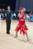 Karatkevich Vladimir und Kravchenko Nataliya Performs Youth Latin-American Program auf offenem Tanz Festival-2017 WDSF Minsk Stockfotos