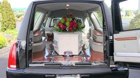 karawan przyjeżdża pogrzeb lub opuszcza zdjęcie royalty free
