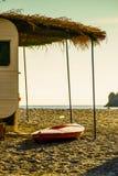Karawanowa przyczepa na pogodnej plaży zdjęcia stock