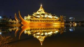 Karaweik Hall Of Kandawgyi Nature Park Myanmar Fotografie Stock Libere da Diritti