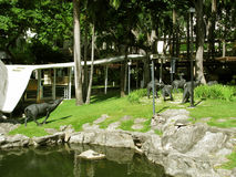 Karbouwstandbeelden, het Park van de Groengordelwandelgalerij, Makati, Filippijnen Royalty-vrije Stock Fotografie