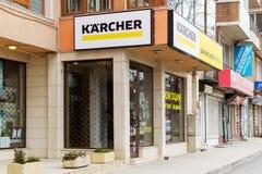 Karcheruithangbord boven het van de merkwinkel en dienst centrum in Varna, mening van de straat Karcher produceert materiaal voor royalty-vrije stock foto's