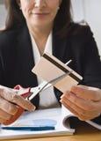 karciana kredytowa tnąca kobieta fotografia stock