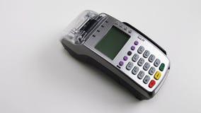 Karciana maszyna dla płacić z kredytową kartą Pos terminal - nowożytna technologia dla robić zakupy i deponować pieniądze Biały t Obrazy Royalty Free