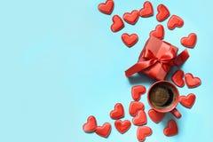 karcianej dzień projekta dreamstime zieleni kierowa ilustracja s stylizował valentine wektor Prezent z czerwonym faborkiem, filiż Fotografia Royalty Free