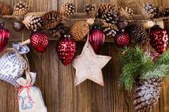 karciany bożego narodzenia powitanie Świąteczna dekoracja na drewnianym tle koncepcja nowego roku kosmos kopii Mieszkanie nieatut zdjęcia stock