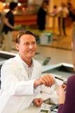 karciany kasjera kredyta supermarketa zabranie Obrazy Stock