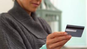 karciany kredyt jej przyglądająca kobieta zbiory