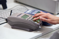 karciany kredytowy target2695_0_ terminal zdjęcia stock