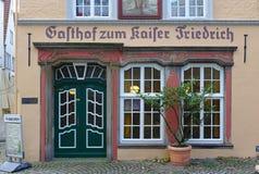 Karczemna fasada w historycznym Schnoor okręgu Bremen Niemcy, Listopad - 23rd, 2017 - Zdjęcie Stock