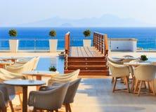 KARDAMENA, KOS/GREECE - 2015年7月29日:与盐水的长的水池 库存图片