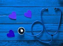 Kardiologii wyposażenie posłuchaj swojego serca Zdjęcia Royalty Free