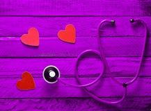 Kardiologii wyposażenie posłuchaj swojego serca Pojęcie opieka Fotografia Stock