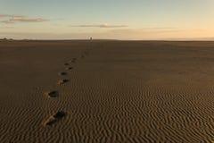 Ανθρώπινα ίχνη στην άμμο στην παραλία Karekare Στοκ φωτογραφίες με δικαίωμα ελεύθερης χρήσης