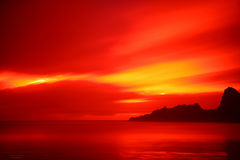 Karekare Strand-Sonnenuntergang Lizenzfreie Stockfotografie