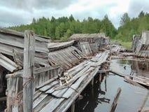 Karelië - verlaten bootpijler stock foto