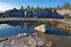 Karelia härlig sommar för kanjonliggandemarmor Royaltyfria Bilder