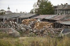 Karelia las, Ruskeala, jesień, mokry drewno, drewniany most Obrazy Royalty Free