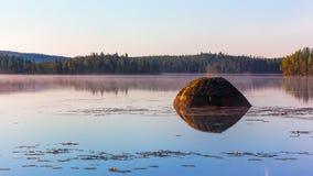 Karelische Landschaft mit einem See Lizenzfreies Stockfoto