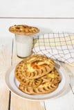 Karelische pastei en een glas melk Royalty-vrije Stock Foto's
