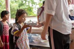 Karen-Kinder von Banbongtilang-Schule stockbild